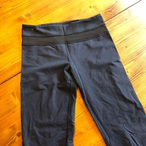 Lululemom size 6 navy blue and black womens pants